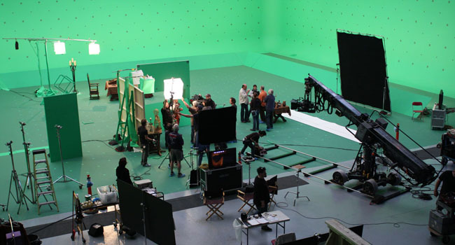 How to Become an Extra on Film Sets