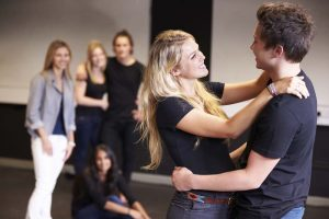 What Acting Training Options Are Available for Aspiring Actors?